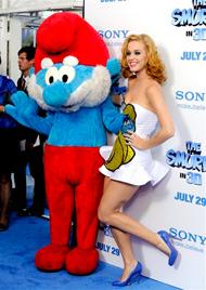 Blonde Katy Perry entzückt im sexy Schlumpfine-Kleid (Bild: AP)