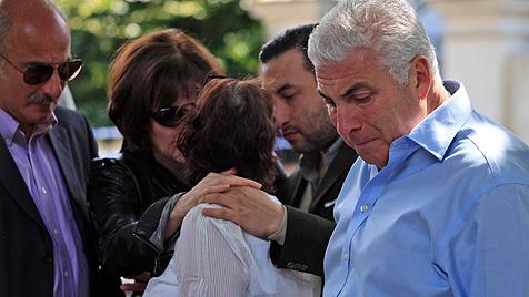 Eltern von Amy Winehouse weinen um ihre Tochter (Bild: AP)
