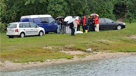 OÖ: Spaziergänger entdecken Leiche in Badesee nahe Linz (Bild: Horst Einöder)