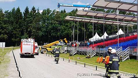 Arbeiter in OÖ von 400 Kilo schwerem Eisenteil getroffen (Bild: FF Tarsdorf)