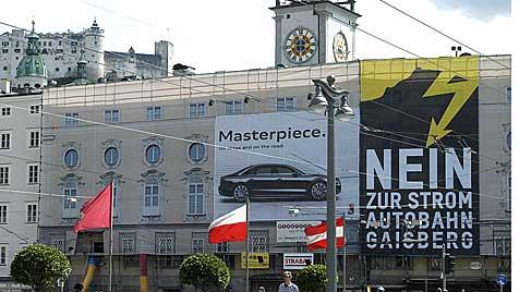 """Salzburgs Stadtchef protestiert gegen """"Stromautobahn"""" (Bild: APA/Info-Z/Schupfer)"""