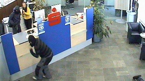 Fünf Verletzte bei brutalem Bankraub in Niederösterreich (Bild: APA/SID NIEDERÖSTERREICH)