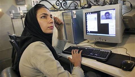 Mail verschicken unm�glich: Internet im Iran zensiert (Bild: AP)