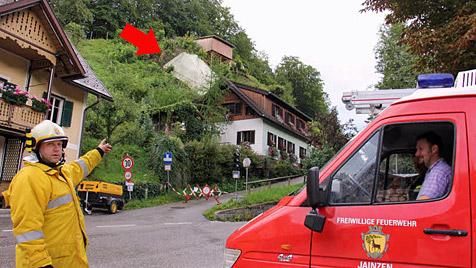 15-Tonnen-Felsen kracht in Bad Ischl gegen Wohnhaus (Bild: Marion Hörmandinger)