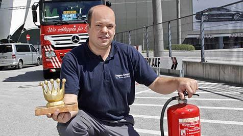 Mann rettet bei Fahrzeugbrand Lehrerin und Kinder (Bild: Markus Tschepp)