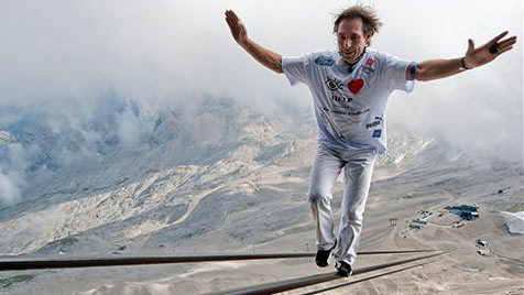 "Auf 3.000 Meter ""hinaufbalanciert"" - Weltrekord! (Bild: AP)"