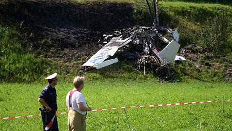 Flieger abgestürzt und ausgebrannt - zwei Tote (Bild: APA/FRANZ NEUMAYR)