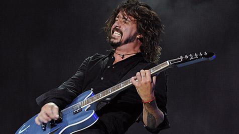 Großes Finale mit den Foo Fighters vor 50.000 Fans (Bild: APA/HERBERT P. OCZERET)
