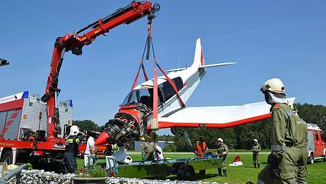 Flieger abgestürzt und ausgebrannt - zwei Tote (Bild: FF Suben)