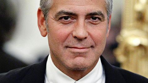 "Snowdon: ""George Clooney badet mit Kumpels - nackt!"" (Bild: AP)"