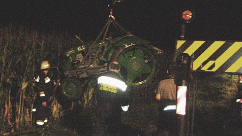 Mann von Traktor geschleudert und überfahren - tot (Bild: FF Neulengbach-Stadt)