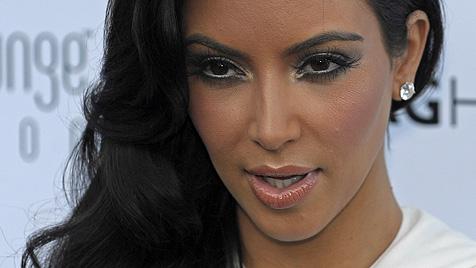 Neu-Ehefrau Kim Kardashian rekelt sich lasziv in Video (Bild: EPA)