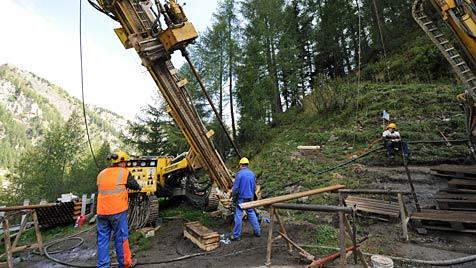 Probebohrung läuft - Goldsuche im Salzburger Lungau (Bild: APA/BARBARA GINDL)