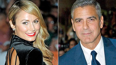 Clooney zeigt sich mit neuer Freundin auf rotem Teppich (Bild: AP)