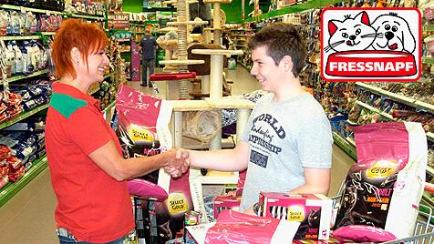 Gewinnübergabe bei der krone.at-Haustierwahl 2011 (Bild: Fressnapf)