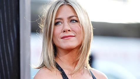 Schlaganfall! Jen Aniston bangt um ihre Mutter Nancy (Bild: AP)