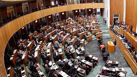 Kaum Sparpotenzial bei abgespecktem Nationalrat? (Bild: APA/GEORG HOCHMUTH)