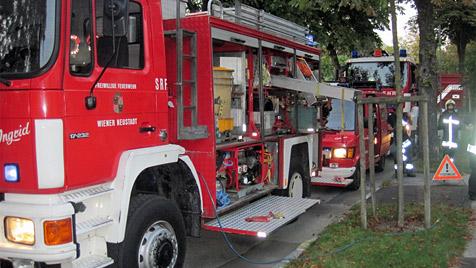 NÖ: Mann von tonnenschwerem Öltank erschlagen (Bild: FF Wiener Neustadt)