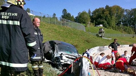 Ein Toter bei Trainingscrash am Salzburgring (Bild: APA/FF HOF/AUGUST MICHELITSCH)