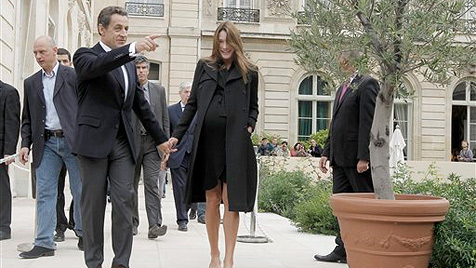 Erdbeer-Windel für den Baby-Popo vom Sarkozy-Nachwuchs (Bild: AP)