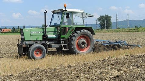 OÖ: Pensionist kippt verdorbene Suppe über lauten Traktor (Bild: APA/HERBERT PFARRHOFER)