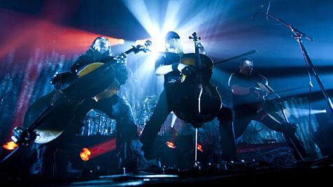 Finnische Abgeordnete gründen Rock-Klub (Bild: EPA)