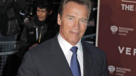 Schwarzenegger schreibt an seiner Autobiografie (Bild: EPA)