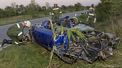 Zivilcourage: Zeugen retten Unfalllenker in NÖ (Bild: Schneider/BFKDO Baden)