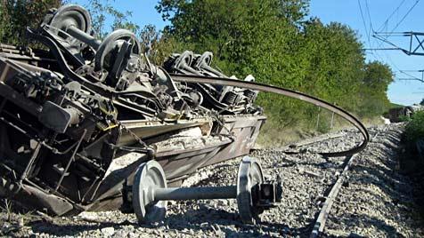 Güterzug in NÖ entgleist: Strecke für Tage gesperrt (Bild: APA/FF ENZERSDORF BEI STAATZ)