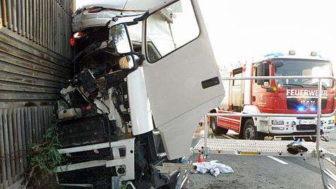 Toter, Verletzte bei schweren Unfällen in Oberösterreich (Bild: Matthias Lauber)