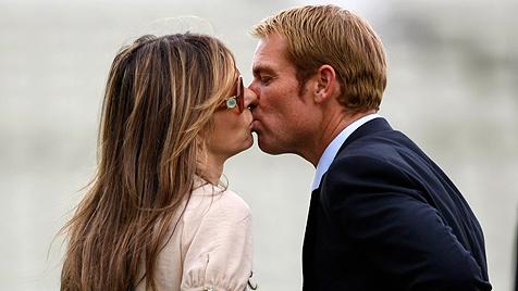 Elizabeth Hurley und Shane Warne sind verlobt