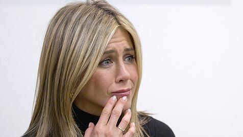 Aniston bricht in Krebszentrum in Tränen aus (Bild: AP)