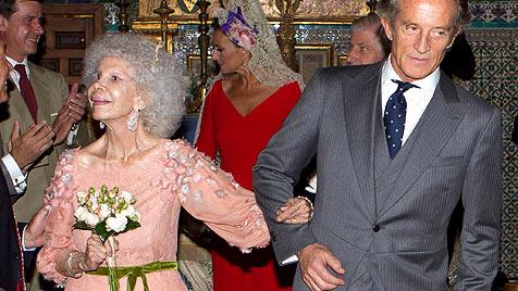 Exzentrische Herzogin von Alba hat geheiratet (Bild: AP)