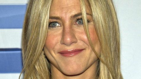 Jennifer Aniston hat einen Sessel nach Regisseur geworfen (Bild: AP)