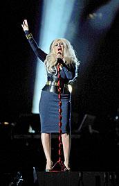 Aguilera erregt mit Moppel-Mode-Fauxpas Aufsehen (Bild: EPA)