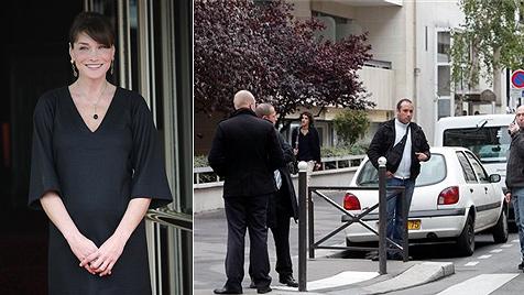 Carla Brunis Privat-Geburtsklinik von Polizei abgeriegelt (Bild: AP)