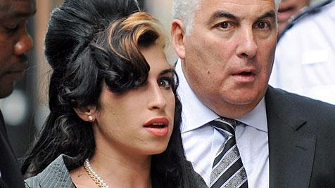 Vater von Amy Winehouse schreibt Buch über Tochter (Bild: EPA)