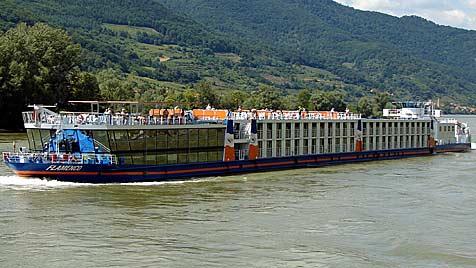 Küchenbrand auf Passagierschiff auf der Donau in NÖ (Bild: Christian Jansky)