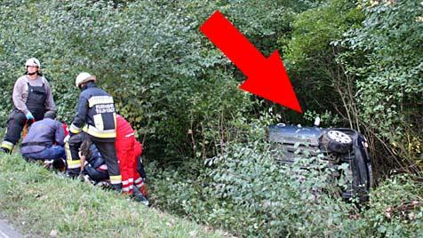 Mini bei Kollision in Graben katapultiert - 3 Schwerverletzte (Bild: Stadtfeuerwehr Tulln)