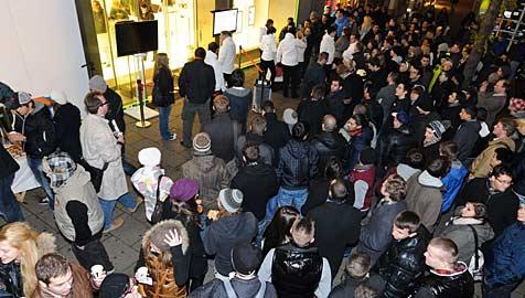 Hunderte standen nachts Schlange für neues iPhone 4S (Bild: A1)