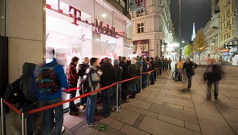 Hunderte standen nachts Schlange für neues iPhone 4S (Bild: T-Mobile)