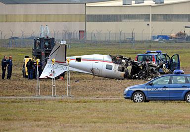 Österreicher mit Kleinflugzeug verunglückt (Bild: AFP)