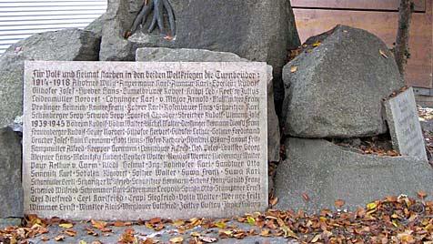 70 Prozent Nazis auf Gedenktafel in Linzer Park (Bild: APA/ULRIKE BREIT)