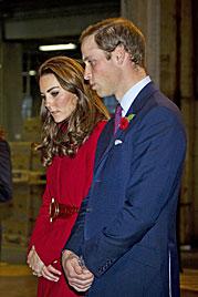 Kate und William packten Hilfspakete für Afrika (Bild: AP)