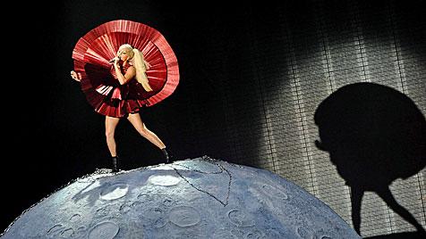 Lady Gaga räumt bei europäischen MTV-Awards ab (Bild: EPA)