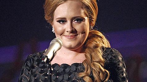 Sängerin Adele erholt sich nach OP an Stimmbändern (Bild: AP)