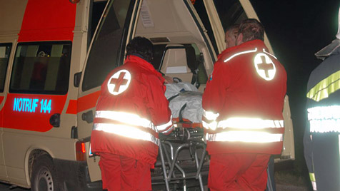 Mann verursacht in NÖ Frontalcrash - schwer verletzt (Bild: Thomas Lenger)