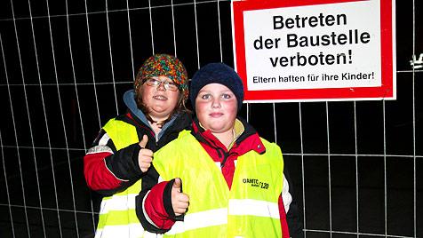 Donnerschlag bei Nacht: Brücke in Salzburg gesprengt (Bild: Franz Neumayr/www.neumayr.cc)