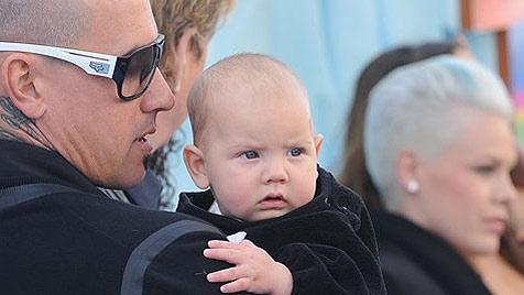 """Pink kam mit ihrem Baby zur """"Happy Feet 2""""-Premiere (Bild: AP)"""