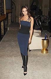 Victoria Beckham erfindet 1980er-Stulpen neu (Bild: AP)